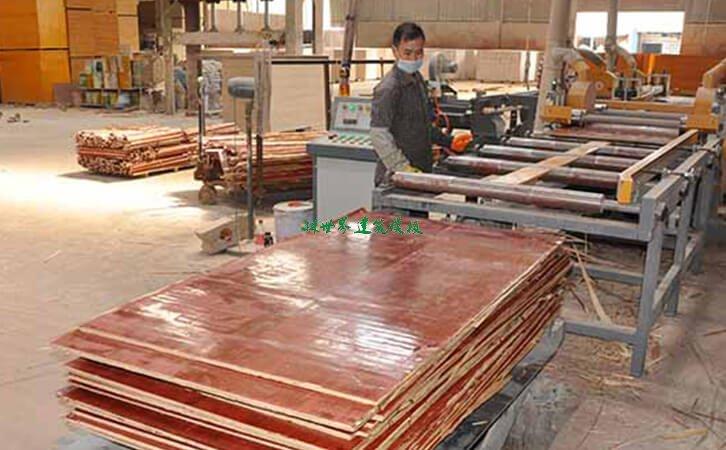 建筑模板生产制作中