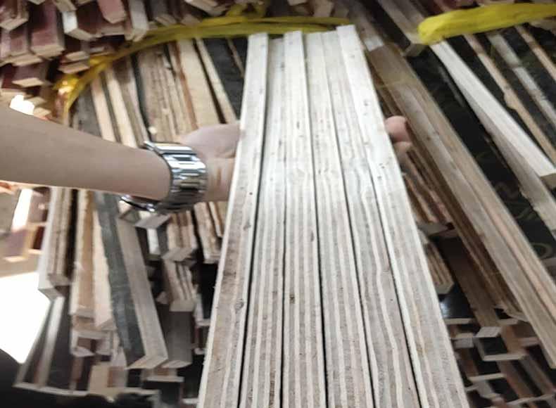 建筑模板材料切开看含水率
