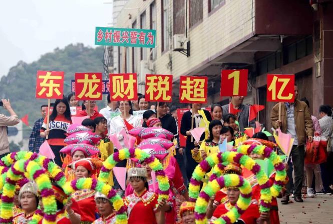 覃塘区区东龙镇行业税收首次突破1亿元