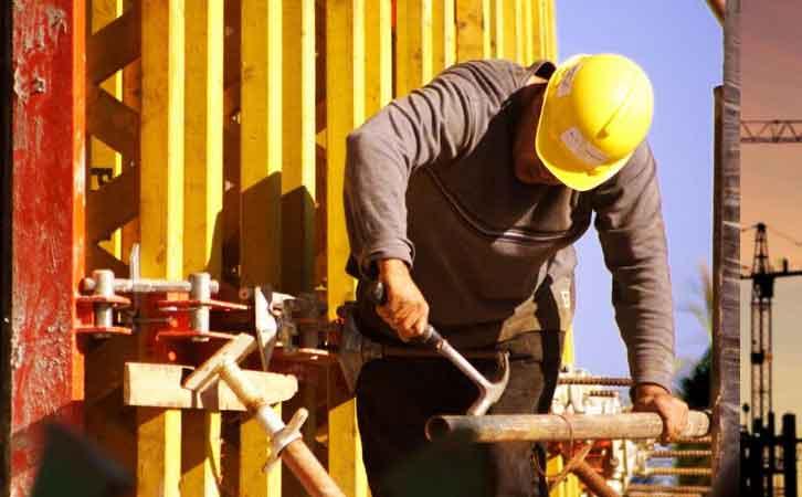 哪种建筑模板比较好?钢和木还有塑料怎么选?